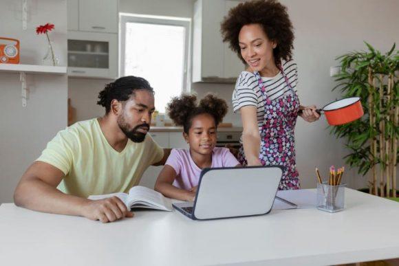 ParentsChildrenStudying
